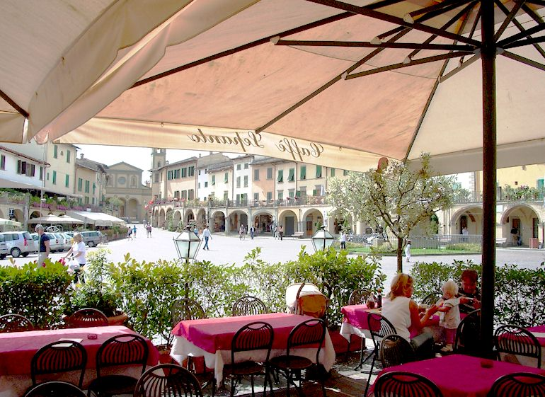 Piazza Matteotti, the main piazza of Greve in Chianti