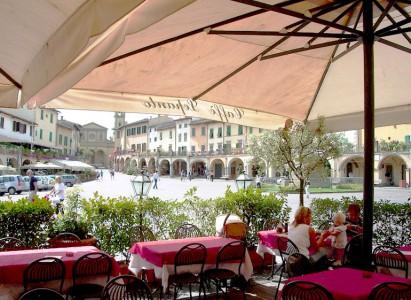 Piazza Matteotti, the main piazza of Greve in Chianti