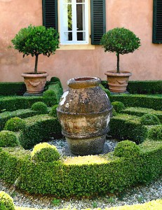 Tuscan terracotta garden decoration from Ferrone