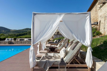 Vitigliano pool and daybeds